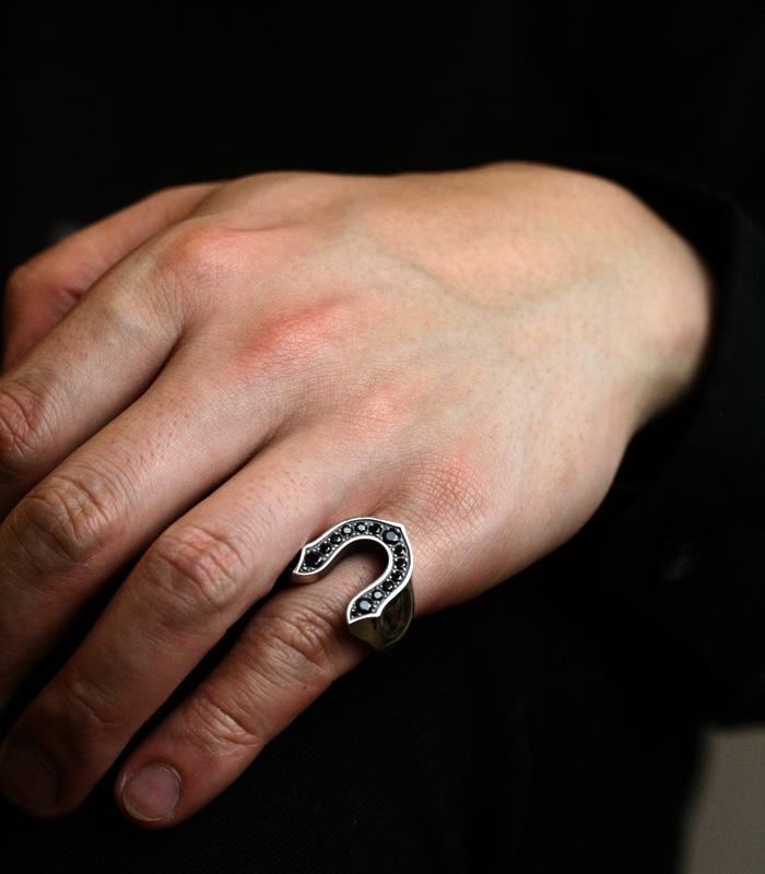BLACK CZ SMALL HORSESHOE RING