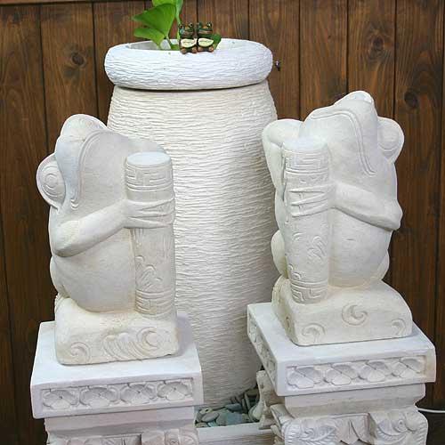 花瓶を持ったパラス石のバリカエル30cm