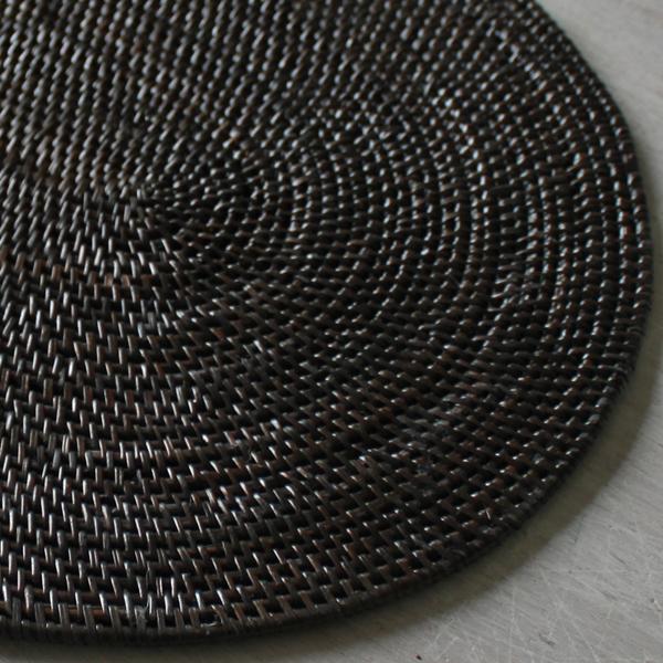 バリのアタ ランチョンマット 楕円 オーバル 黒(ブラック)