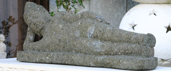 アンティークな仏教彫刻・涅槃釈迦像c