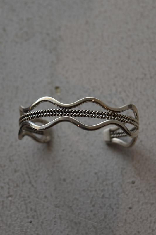 ナバホ族シルバーバングル  navajo silver bangle