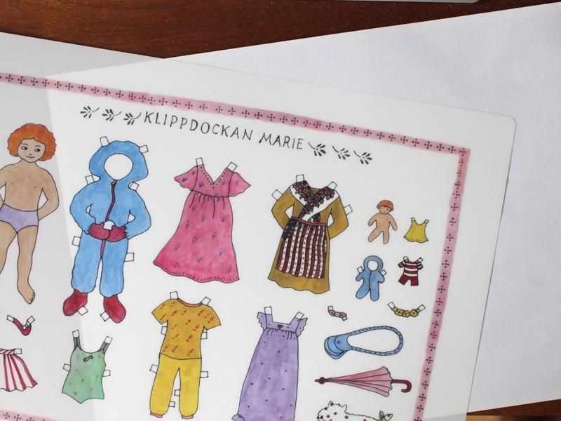 アグネータ・フロック クリアファイル 「着せ替え人形 Klippdockan Marie」 【A4】
