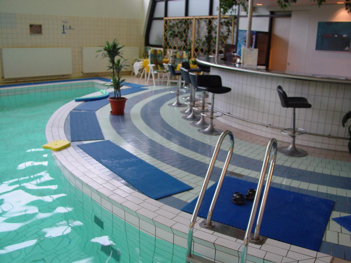 業務用浴室スリップ防止(滑り止め)マット ヘロンリブ 幅50cm/幅100cm (露天風呂可)