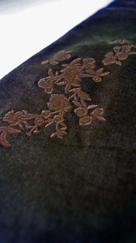 フェミニンさが薫る刺繍ストレッチパンツ