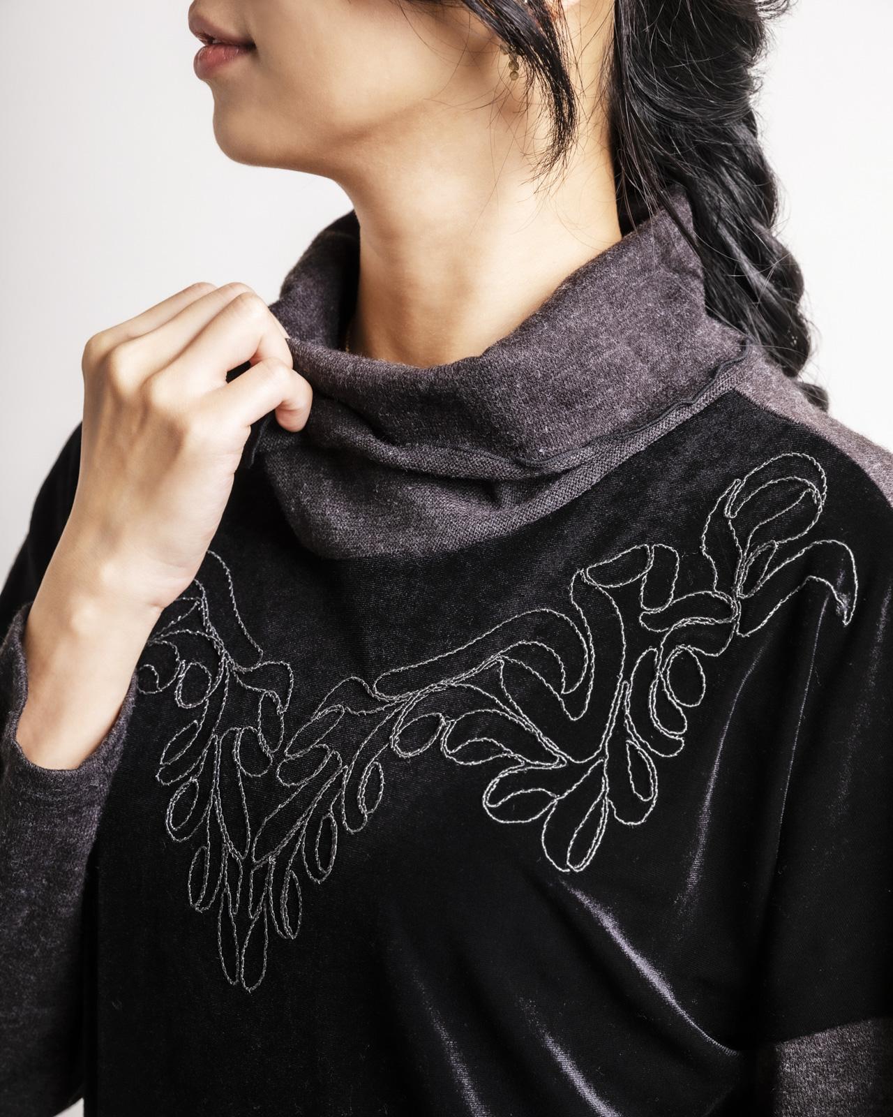 リッチなコード刺繍ベロアチュニック