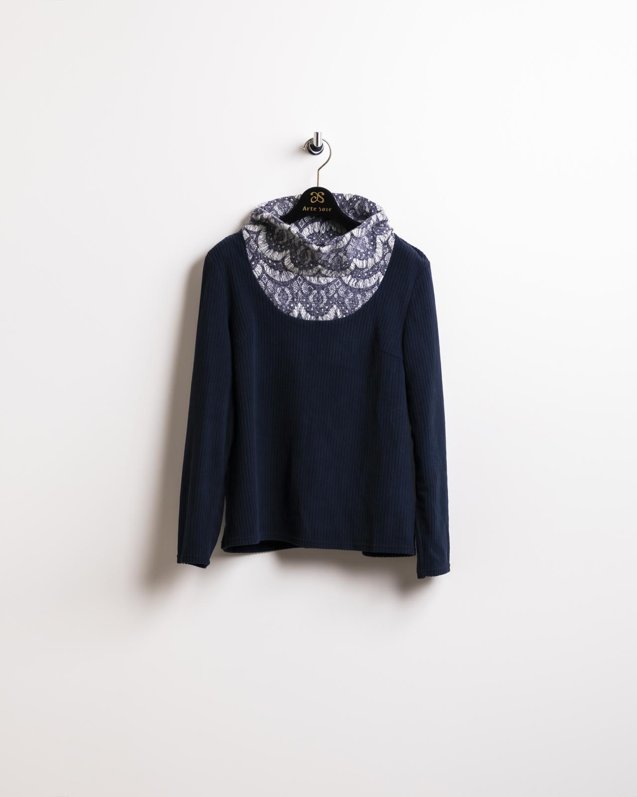 起毛レース衿の暖かプルオーバー