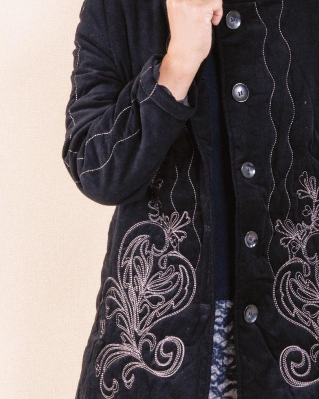 上品カジュアル中わた入りコーデュロイ刺繍コート