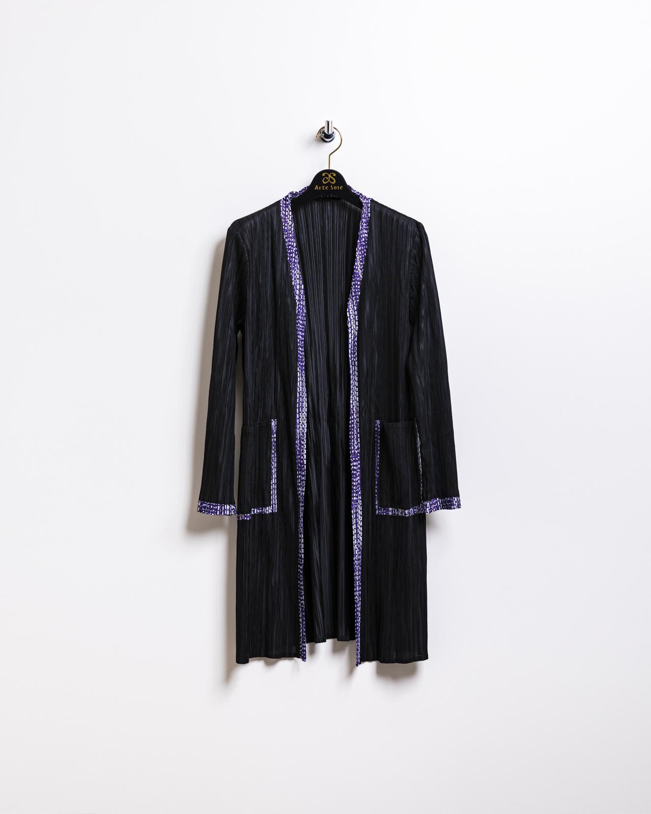 スタイリッシュな配色トリミングプリーツコート