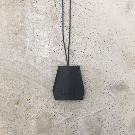 ARUMO レザークロシェット / ブラック
