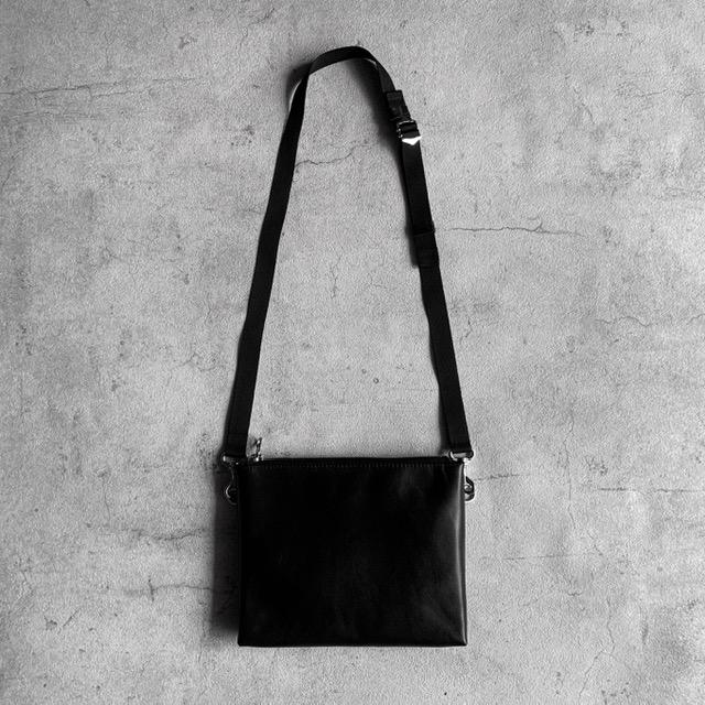ARUMO レザージップサコッシュ(S) / ブラック