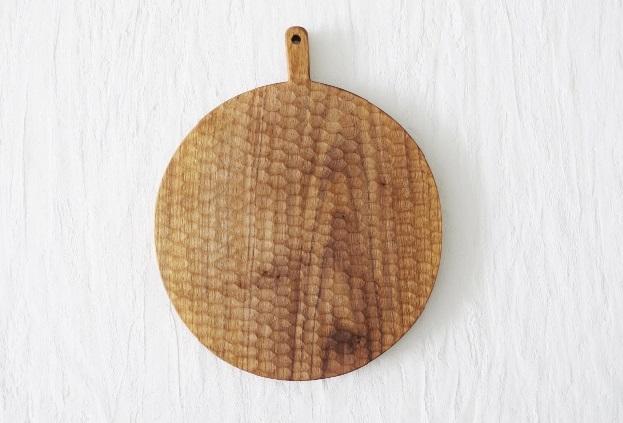 小沢賢一 彫有り くるみの木のカッティングボード丸 φ25