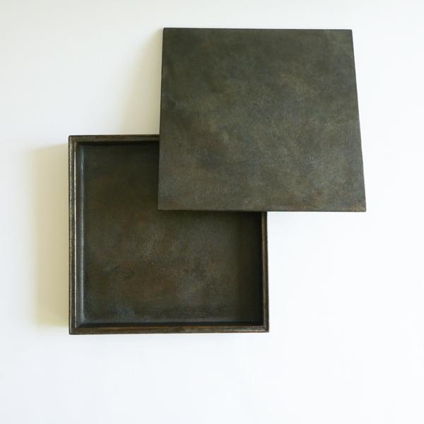 菅原博之 長角ノ器蓋付き 茶漆 21×21cm
