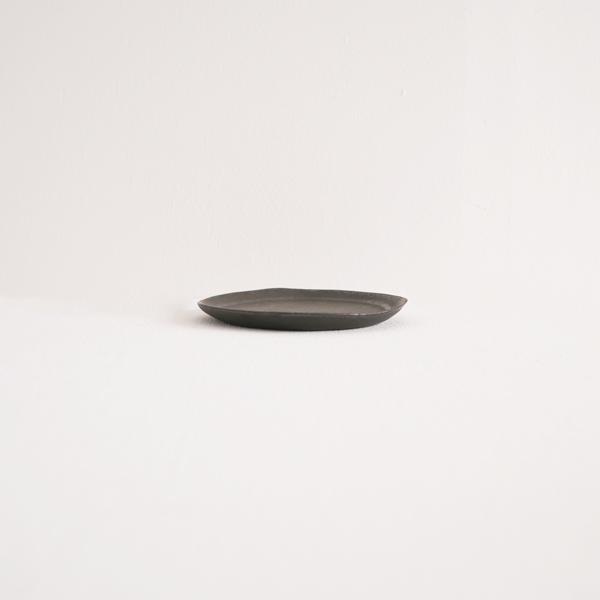 馬場勝文 黒釉リム細豆皿 Φ10.5cm
