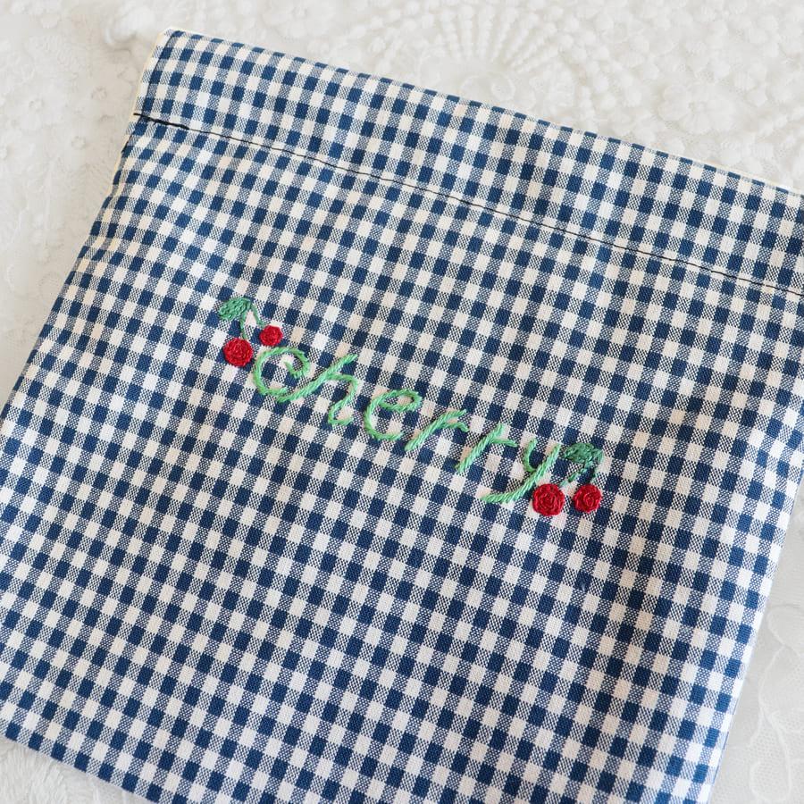 手刺繍入り ギンガムチェックのミニ巾着 【ネイビーorブルー】 EBS-MK