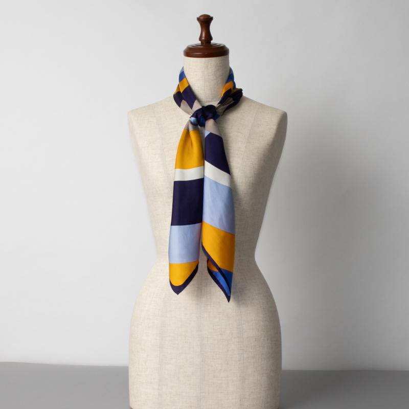 【 foulatelier(フラトリエ)】 シルクツイル リングフラワー柄スカーフ