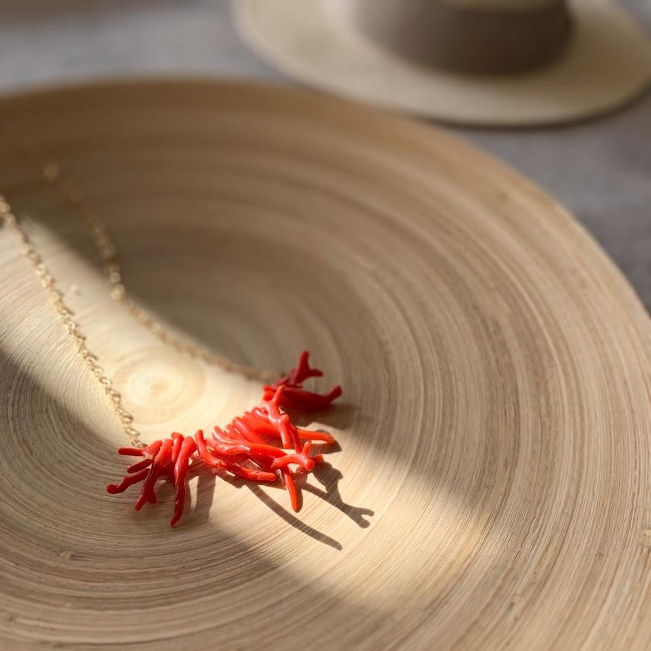 赤珊瑚カーブネックレス