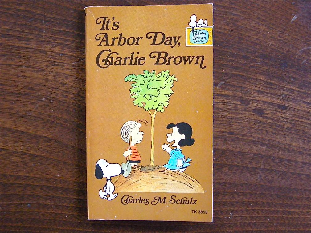 スヌーピー 『It's Arbor Day, Charlie Brown』 ヴィンテージ絵本 フルカラー 1977年発行 (ペーパーバック) No.001 中古A