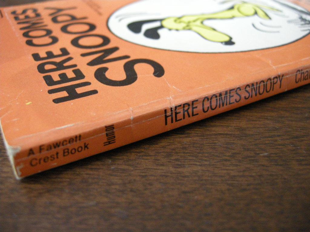 スヌーピー 『HERE COMES SNOOPY』  ヴィンテージコミックブック モノクロ 1958年発行 (ペーパーバック) 中古 送料無料