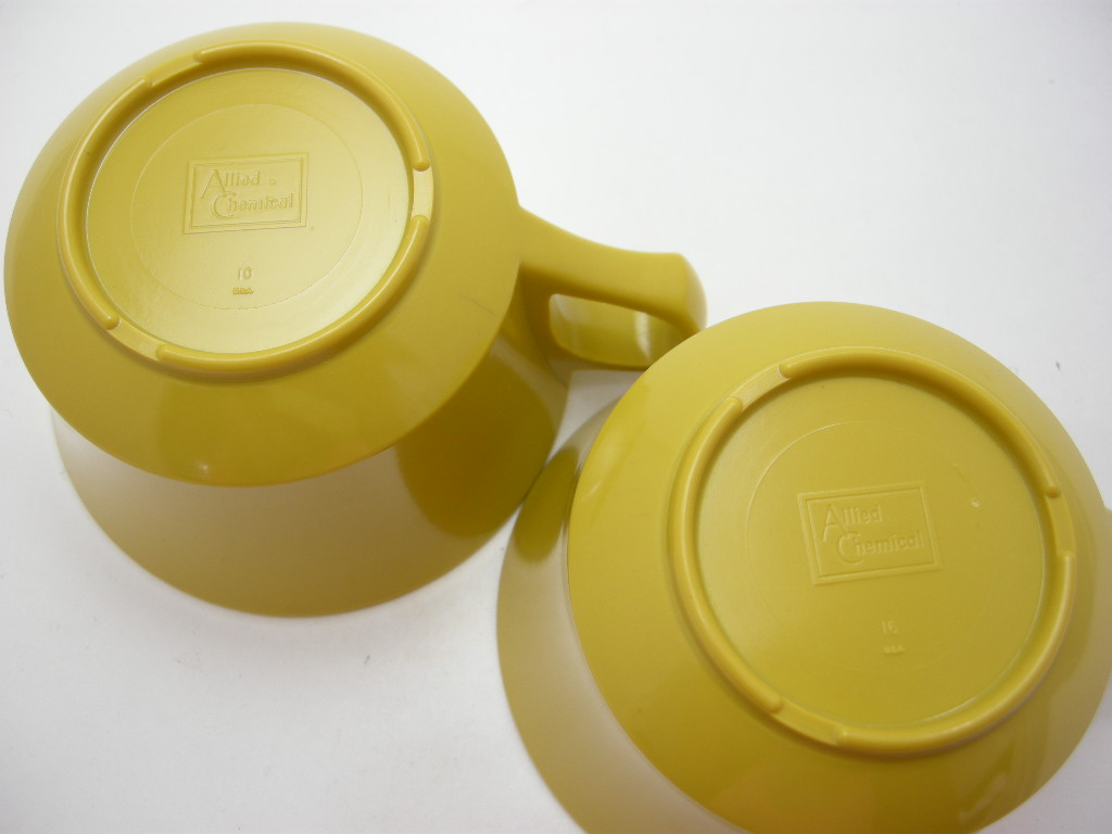 アリッドケミカル メルマック カップ2個セット 辛子色 50s〜 No.002 ヴィンテージ・メラミン樹脂製食器