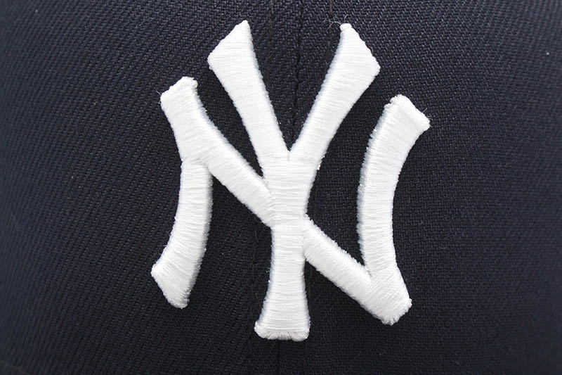 NEW ERA NEW YORK YANKEES 59FIFTY FITTED CAP (PINK UNDER VISOR/NAVY)