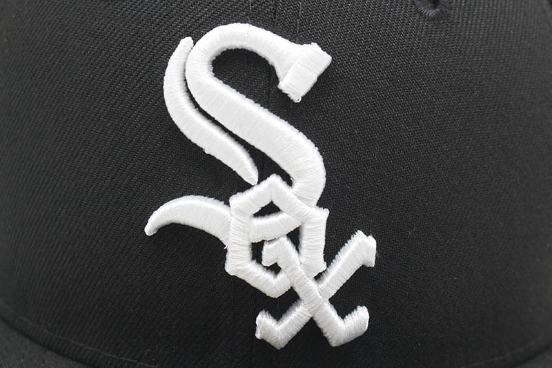 NEW ERA CHICAGO WHITE SOX 59FIFTY FITTED CAP (PINK UNDER VISOR/BLACK)