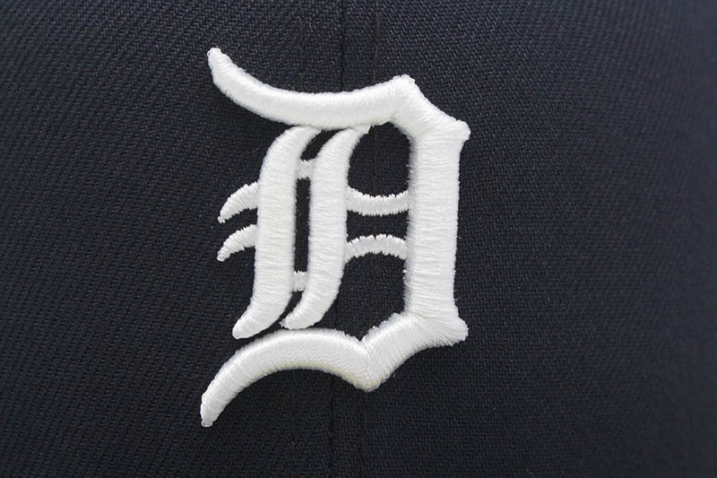 NEW ERA DETROIT TIGERS 59FIFTY FITTED CAP (PINK UNDER VISOR/NAVY)