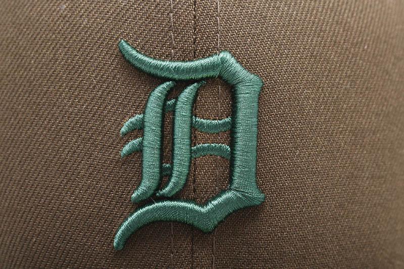 NEW ERA DETROIT TIGERS 59FIFTY FITTED CAP (GREY UNDER VISOR/WALNUT&DARK GREEN)