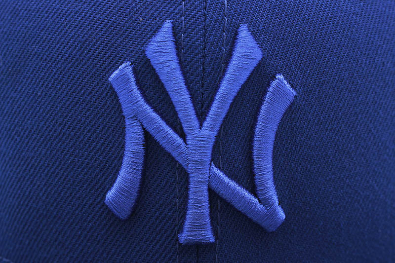 NEW ERA NEW YORK YANKEES 59FIFTY FITTED CAP (1998 WORLD SERIES SIDE PATCH/PINK UNDER VISOR/BLUE TONAL)