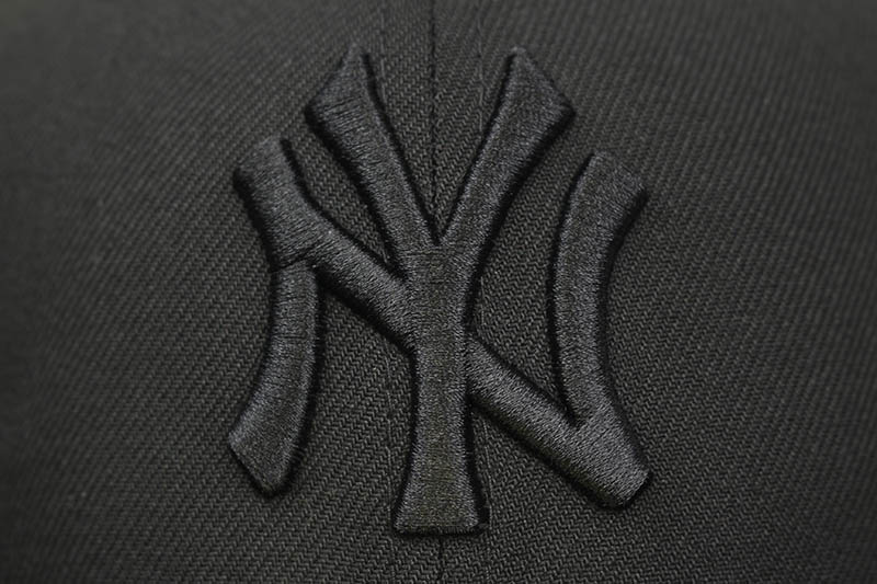 NEW ERA 59FIFTY NEW YORK YANKEES x ROC-A-FELLA RECORDS CUSTOM FITTED CAP (BLKOUT)