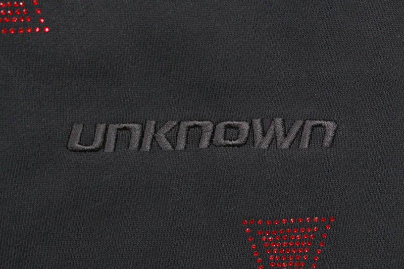 UNKNOWN LONDON CROSS RHINESTONE JOGGER (BLACK/RED STONE)