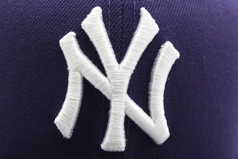 NEW ERA NEW YORK YANKEES 59FIFTY FITTED CAP (1999 WORLD SERIES CUSTOM SIDE PATCH/PINK UNDER VISOR/PURPLE)