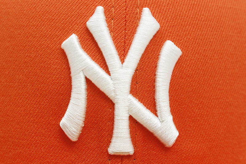 NEW ERA NEW YORK YANKEES 59FIFTY FITTED CAP (1999 WORLD SERIES SIDE PATCH/PINK UNDER VISOR/ORANGE)