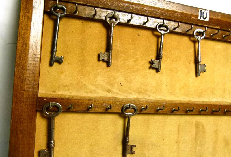 アンティーク 木製鍵ホルダー / キーフック / レトロ / 名札スタンド / 古道具【中古】