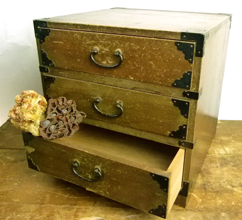 昭和レトロ 古い木製の小引き出し 3段 小箪笥 アンティーク【中古】