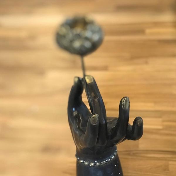 ブラスのロータスとブッダハンド/キャンドルホルダー/蓮の花を持つブッダハンド