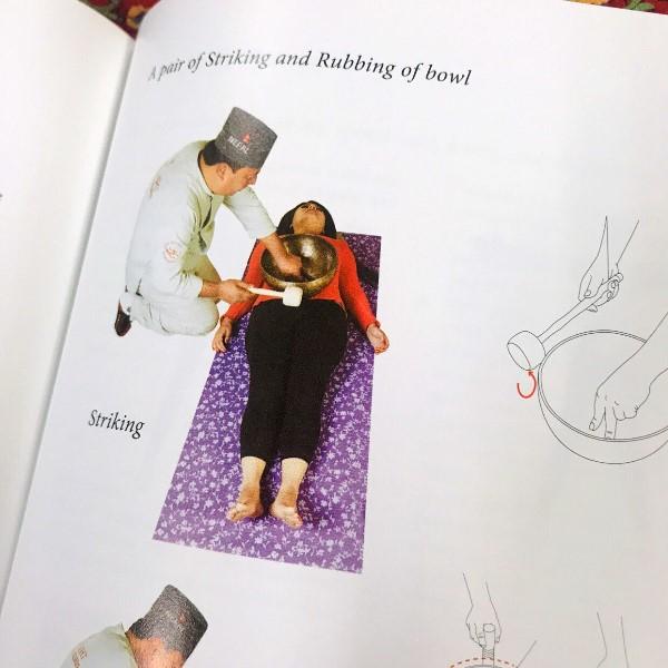 【Singing Bowl/Salil Subedi】 【英語版】シンギングボール本/心のチューニング・体の癒し サンタ・ラトナ・シャキア【レターパック1冊のみOK】