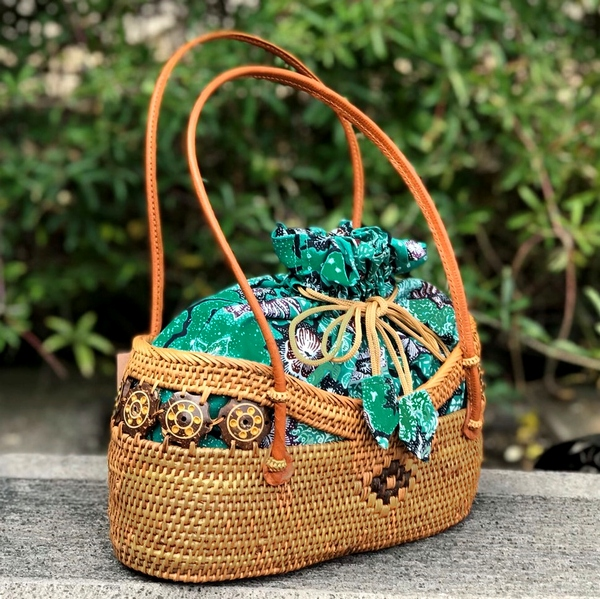 かごバッグ/アタバッグ/バティックの巾着付き/バリ島トゥガナン村の伝統工芸品