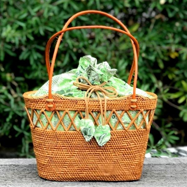 かごバッグ/アタバッグ /バティックの巾着付き/バリ島の伝統工芸品