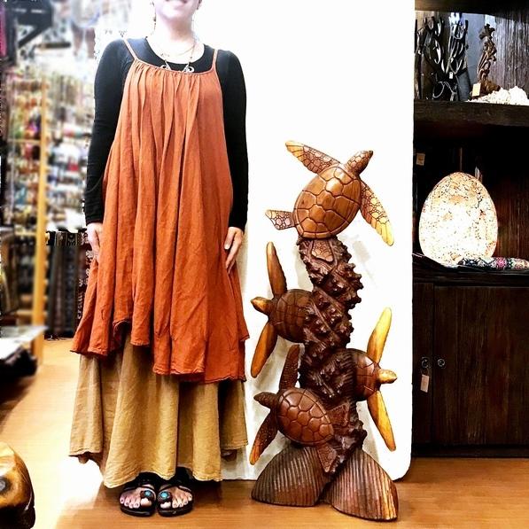 ホヌの置き物・木彫りの海亀のオブジェ/亀の木彫り/スワールウッド(モンキーポッド・レインツリー)