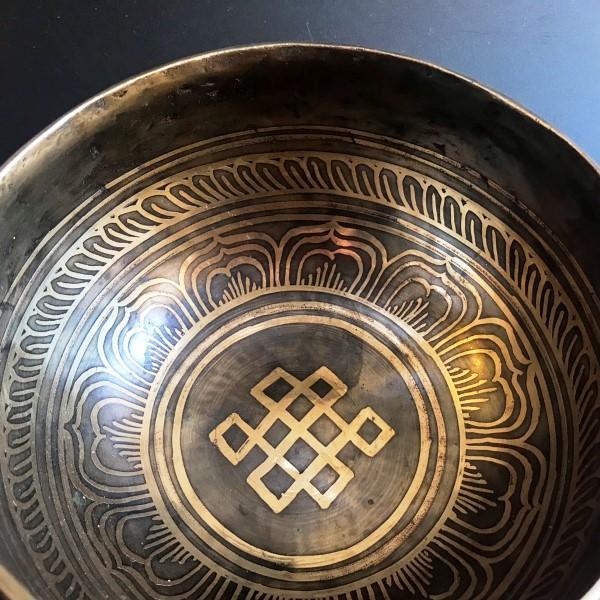 シンギングボール【Φ16cm】吉祥紐・ブッダアイ/手打ち/チベット密教法具/ネパール雑貨