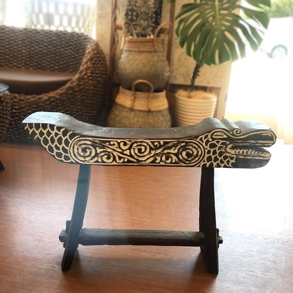 ワニの花台/ワニ 木彫り オブジェ/飾り台 ディスプレイ台/バリ雑貨 ティモール家具