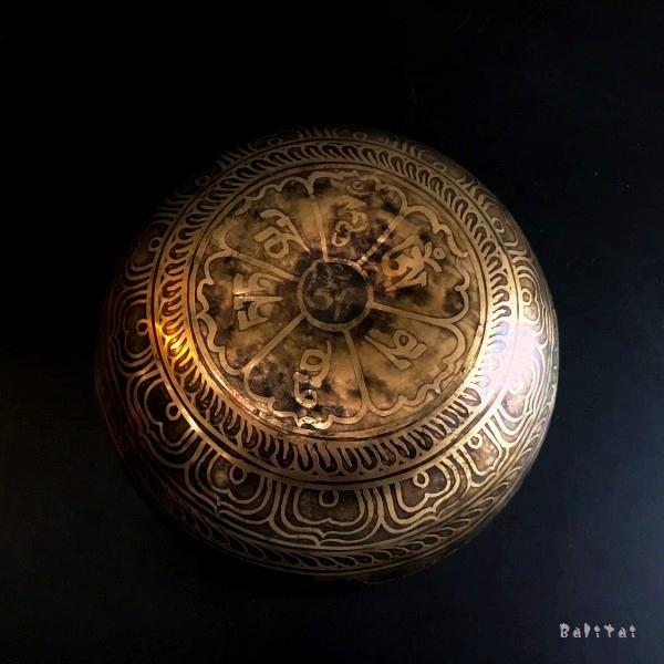 シンギングボール【Φ16cm】真言マントラ&吉祥紐/手打ち/チベット密教法具/ネパール雑貨
