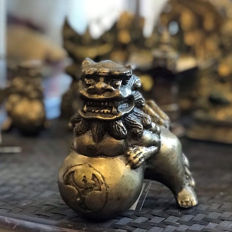 玉獅子 置物/魔除け/縁起物/阿吽/アンティーク仕上げ