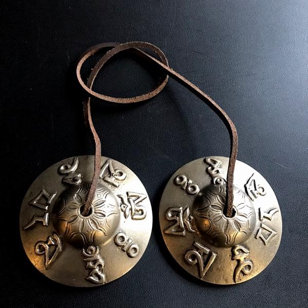 ティンシャ【マントラ 梵字】【ライトブロンズ】【φ7.5cm】チベット密教法具