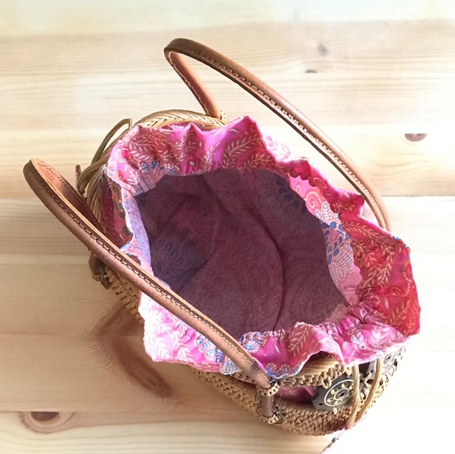 かごバッグ/アタバッグ /バティックの巾着付き/バリ島トゥガナン村の伝統工芸