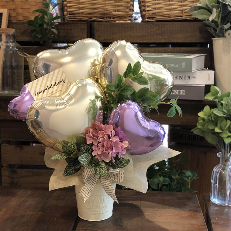 お誕生日のお祝いや開店祝いにも!ピンクのお花と上品なゴールドで大人の女性にぴったりな置き型バルーンギフト