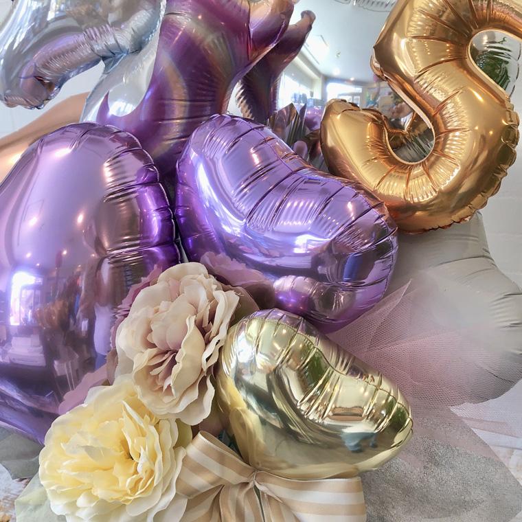誕生日プレゼントや周年のお祝いに!ナンバーバルーン入りユニコーン置き型バルーンギフト