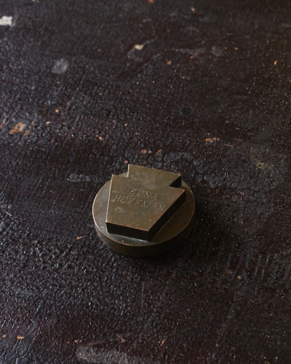 Brass Paper Weight 真鍮素材のペーパーウェイト