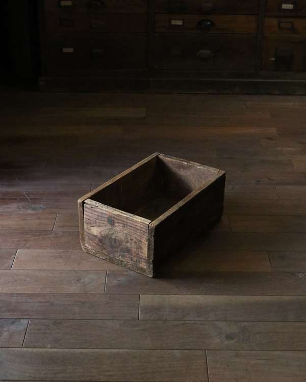 """""""W.J.YOUNG MACHINERY CO."""" Wood Box