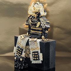黄金の兜&鎧飾り   【作家:ちばのぶよ】